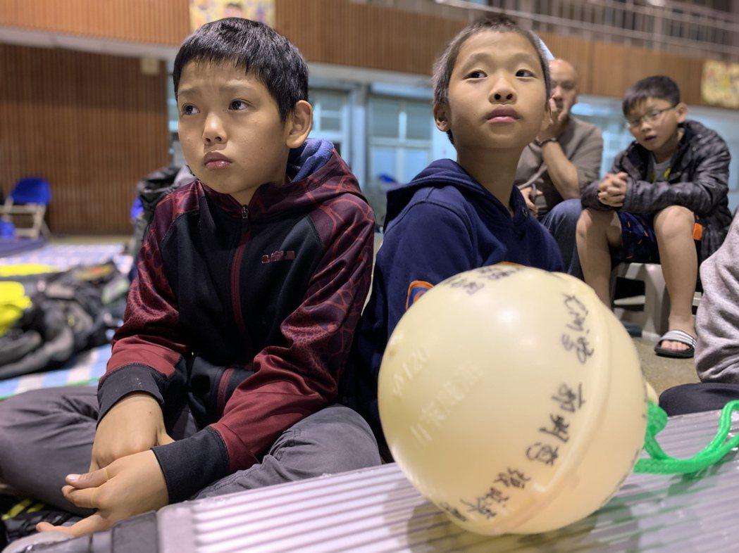 之前參加徒步環島的孩子們來探班。記者黃昭勇/攝影