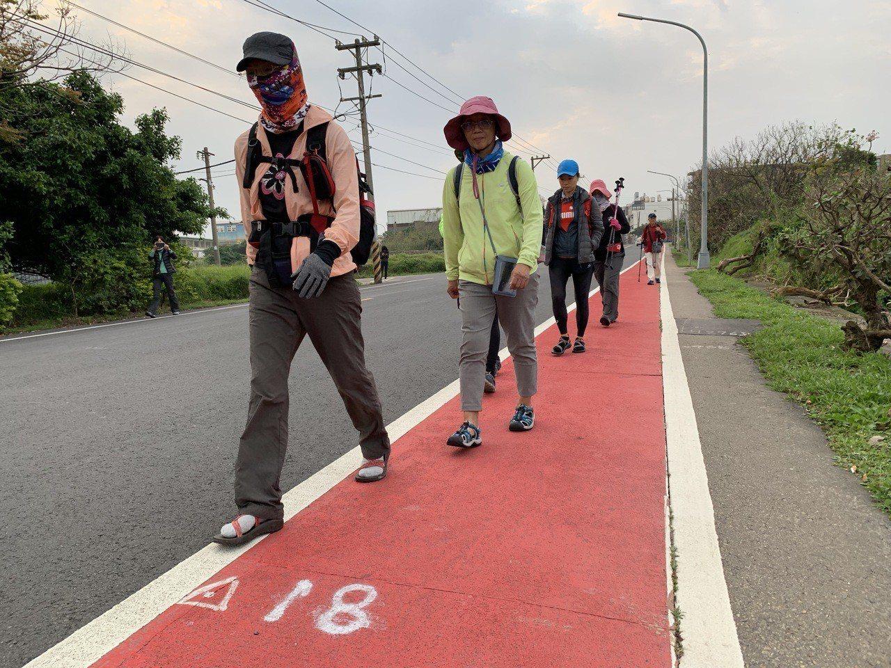 TAMEE舉辦的徒步海濱活動,孩子們要經過競賽才能參加。記者黃昭勇/攝影