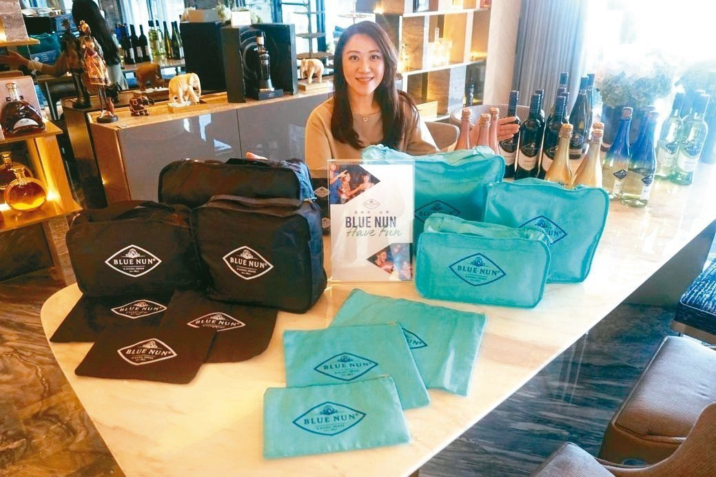 橡木桶洋酒總經理袁德珮推薦藍仙姑葡萄酒優惠好禮。 橡木桶洋酒/提供