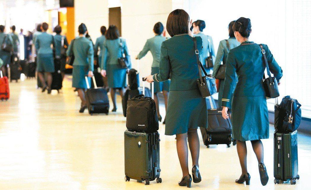 長榮航空與桃空職工昨天舉行第三次調解會,因共識差異過大而調解不成立,正式宣告勞資...