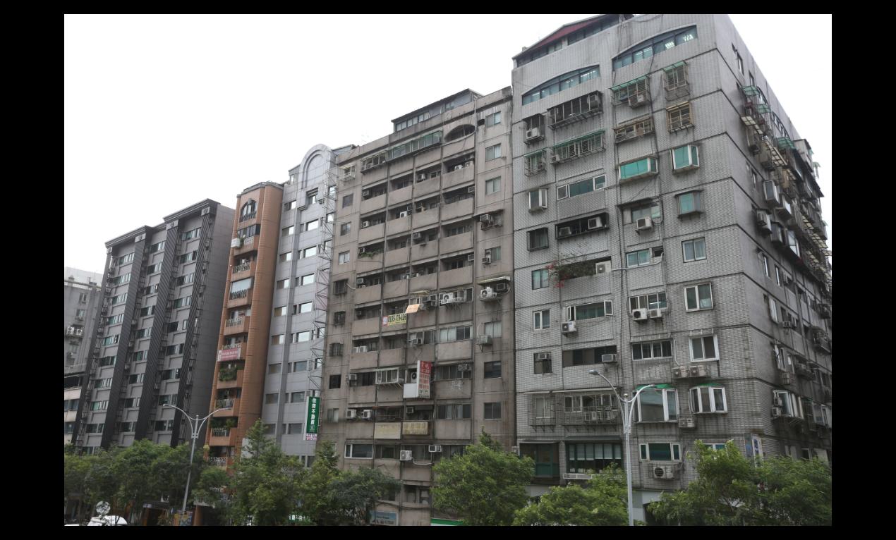 花蓮18日發生強震,地震的搖晃程度更是全台有感,台北市信義區信義路4段一棟大樓(...