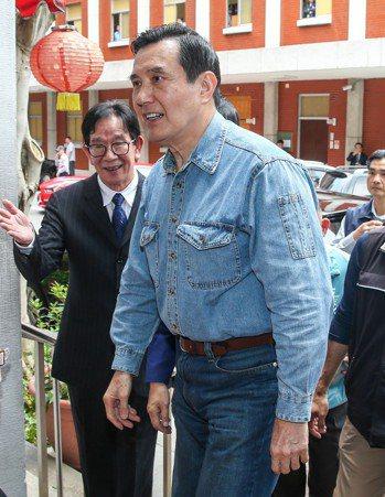 鴻海董事長郭台銘可能投入總統選戰,前總統馬英九面對媒體提問,僅簡單回應「樂觀...