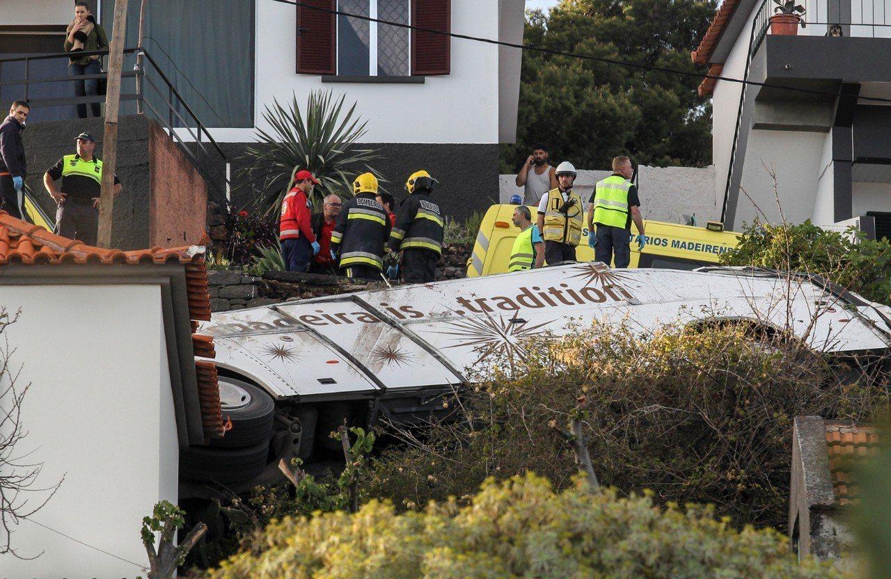馬德拉群島的遊覽車翻覆,造成至少28死。 歐新社