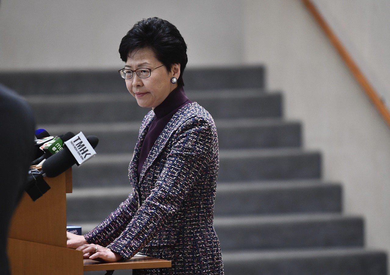 林鄭月娥表示,北京中央要求她就禁止民族黨運作一事提交報告,並表示支持特區政有關決...