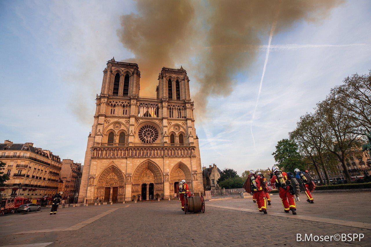 巴黎聖母院15日遭大火重創。 歐新社