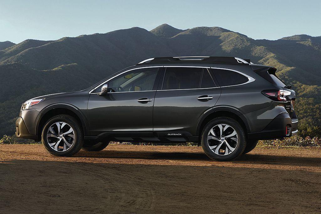 全新Subaru Outback具備比許多休旅車還要更出色的220mm底盤離地高...