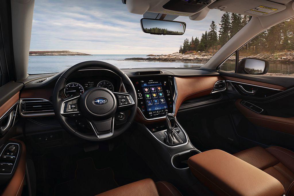 全新第六代Subaru Outback中控配有直立式11.6吋多功能顯示螢幕,包...