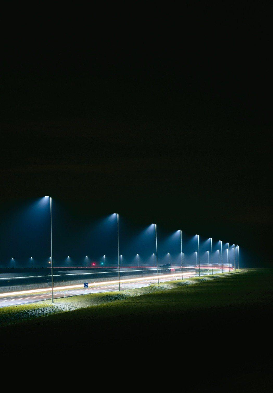 智慧路燈能夠根據環境條件,自動控制燈光的開關與亮度,進而節省電力成本。 u-bl...