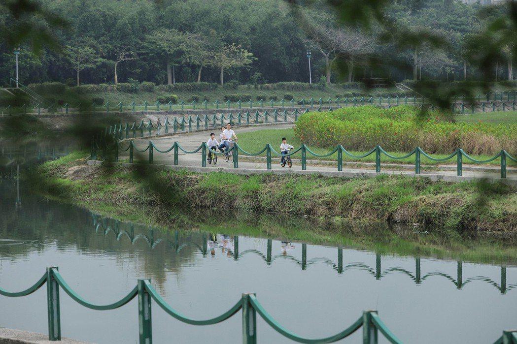 後勁美溪河岸美景實景拍攝。圖片提供/都市建設