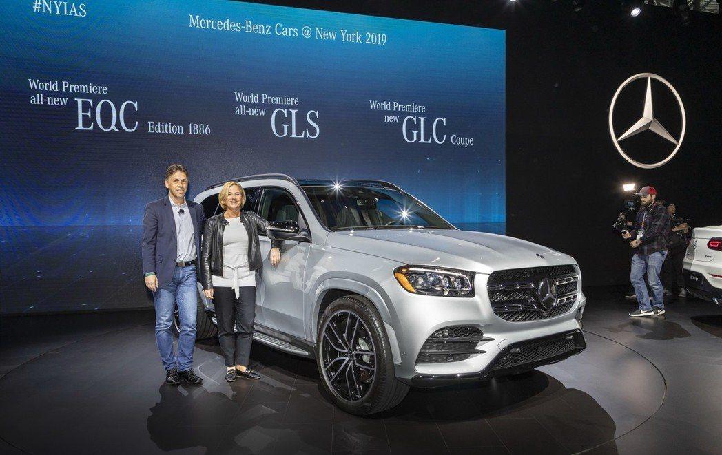 新世代Mercedes-Benz GLS在2019紐約車展正式發表。 摘自Mer...
