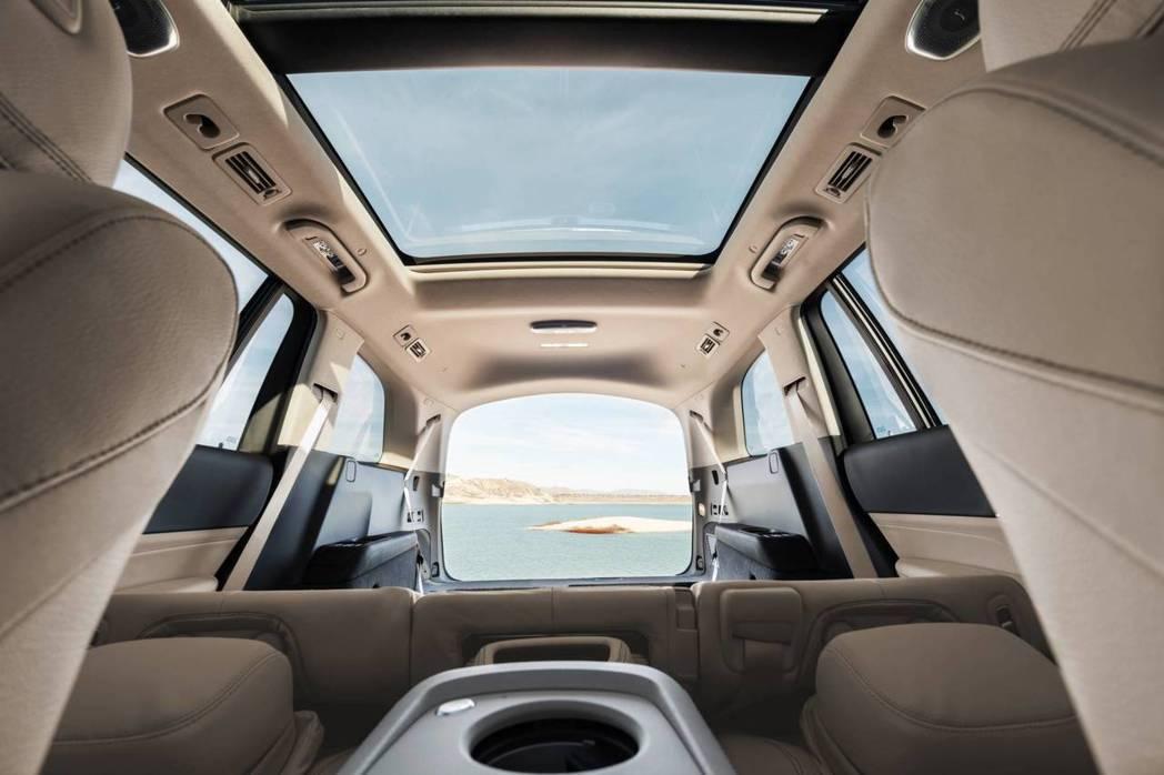 新世代Mercedes-Benz GLS 可選擇七人座或六人座的車型。 摘自Me...