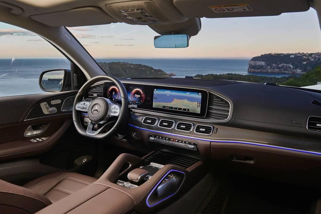 新世代Mercedes-Benz GLS 內裝格局與新世代GLE幾乎相同。 摘自...