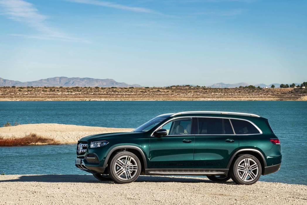 新世代Mercedes-Benz GLS 預計最快在今年底於北美地區上市。 摘自...
