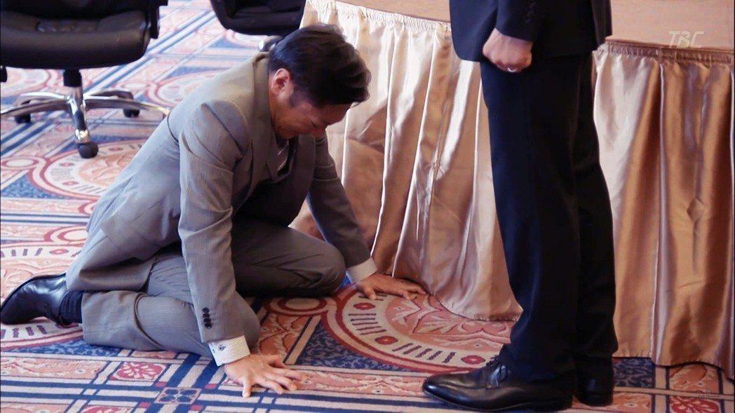 日本人到底有多愛謝罪?圖為2013年小說改編日劇《半澤直樹》,最後收視率創42%...