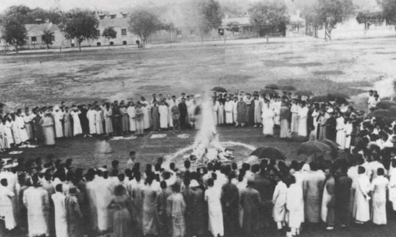 五四運動時期學生燒毀日貨。 圖/維基百科
