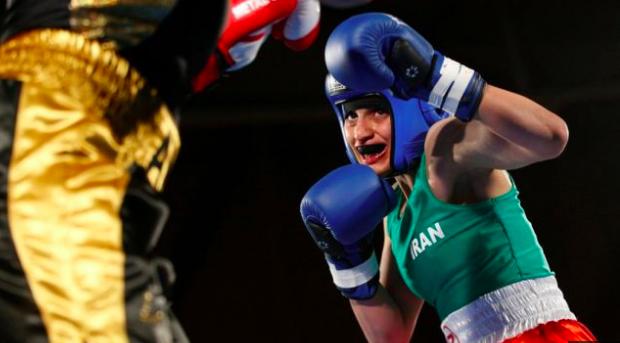 伊朗首位女拳擊手因比賽穿著,面臨到違反伊朗女性著衣規則,被傳已收到逮捕令。(ph...