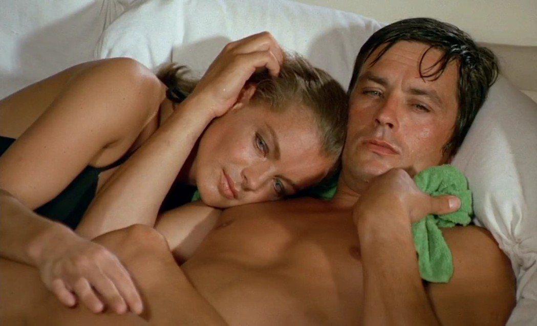 亞蘭德倫與羅美雪妮黛銀幕上下都有纏綿的戀情。圖/摘自imdb