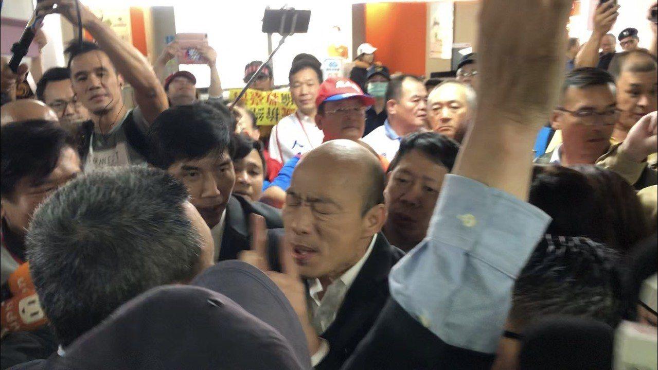 韓國瑜被擠爆。記者曾健祐/攝影