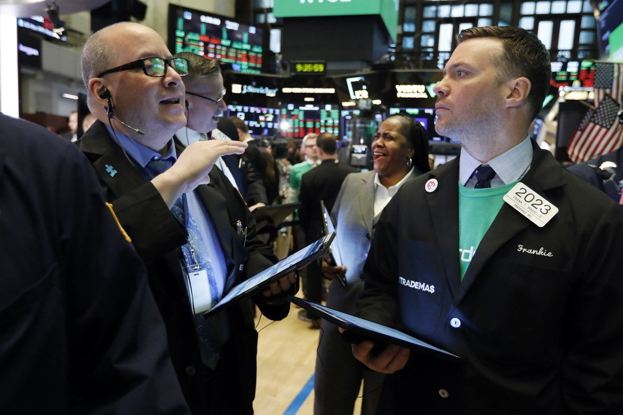 醫療保健類股周三走低,抵銷財報的漲勢,美股小幅收低。 美聯社