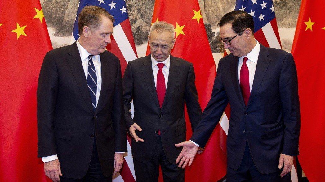 美國媒體報導,美中貿易談判計畫在下月初達成協議,下月底簽署。圖為中國副總理劉鶴(...