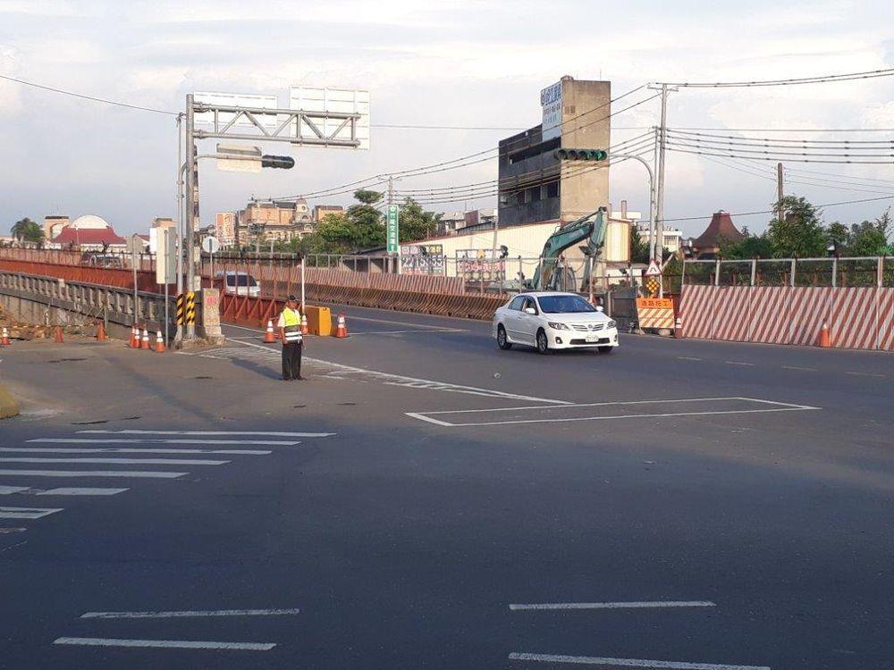 民雄鄉民雄陸橋改建工程,將於年4月22日(一)晚間10時至翌日凌晨6時封閉施工。...
