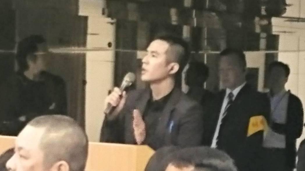 日立代表發言表示不認同今天召開股東臨時會。記者/黃淑惠攝影