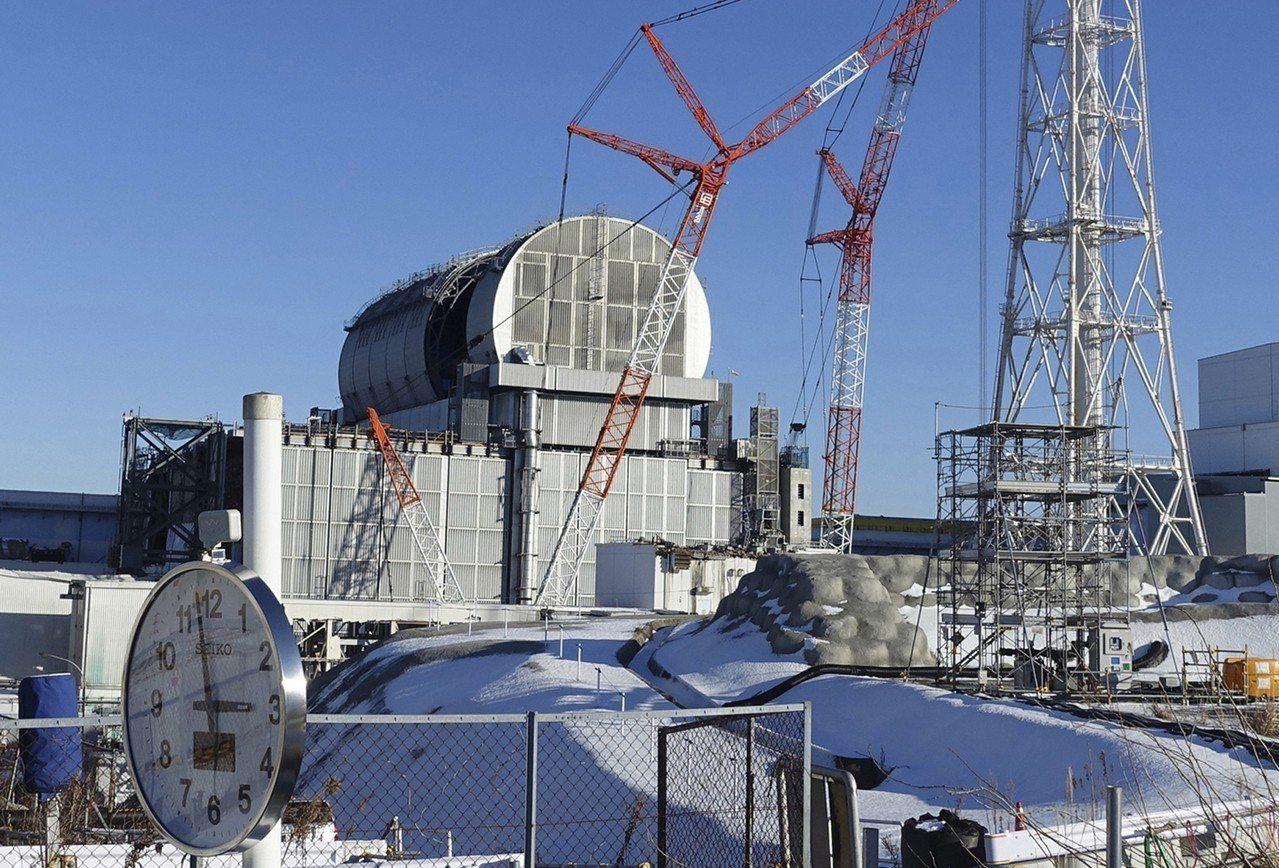 東京電力公司擬申請藍領外勞的名額,投入福島第一核電廠廢爐作業;核島第一核電廠在3...