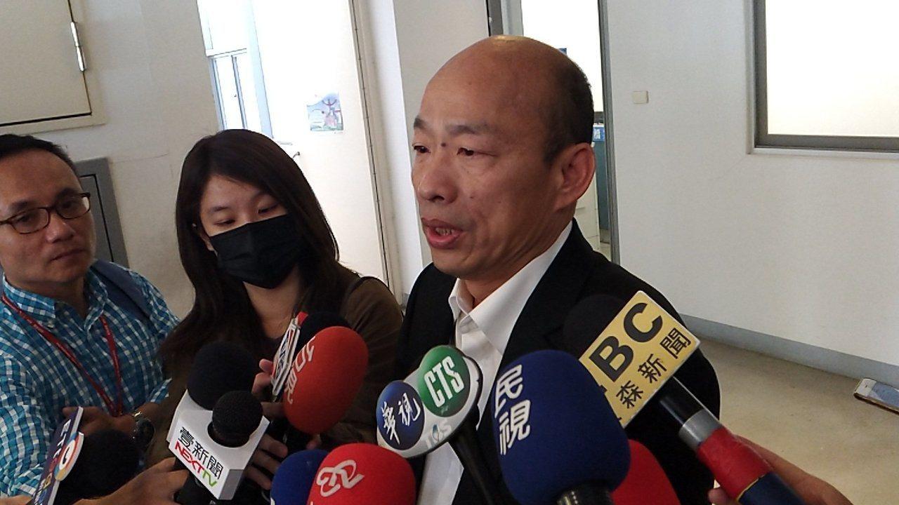 高市長韓國瑜上午返國,立刻回市府辦公,並在市府接受媒體訪問。記者蔡孟妤/攝影