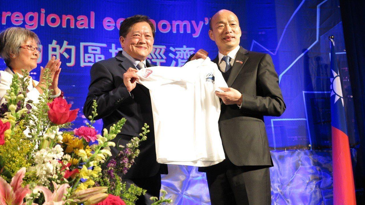 高雄市長韓國瑜結束9天訪美行程,此行收穫滿滿,18日清晨返抵桃園機場,隨即搭高鐵...