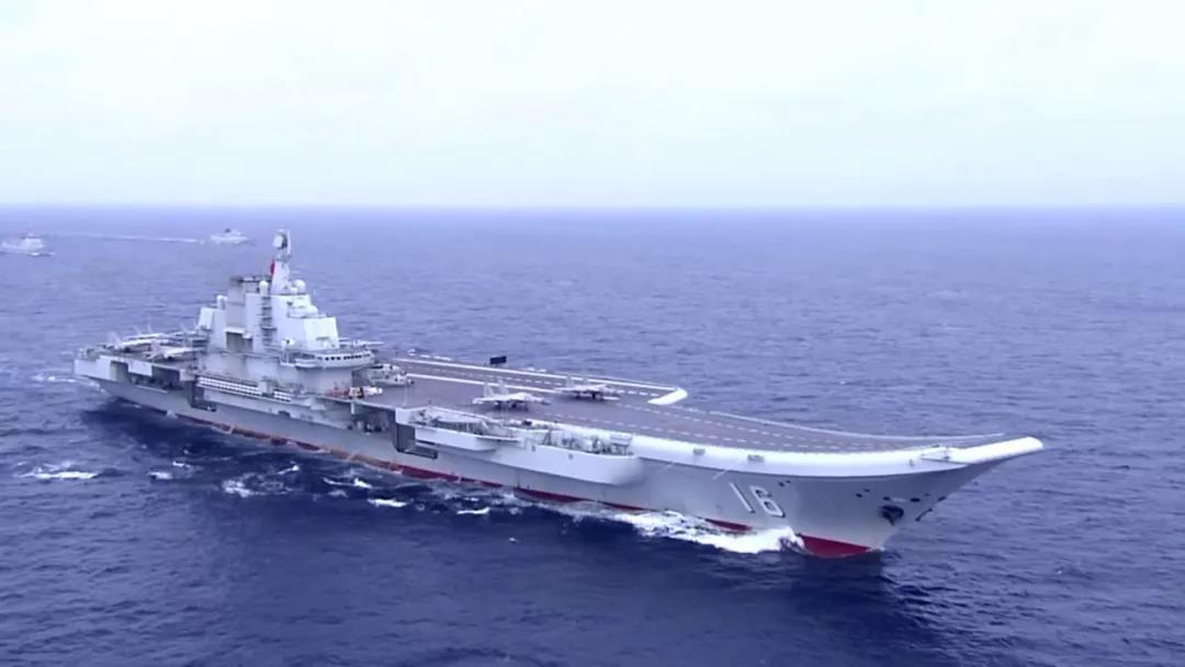 央視日前播出大陸首艘國產航空母艦早前進行的第五次海試畫面景。(取自《央視軍事報導...