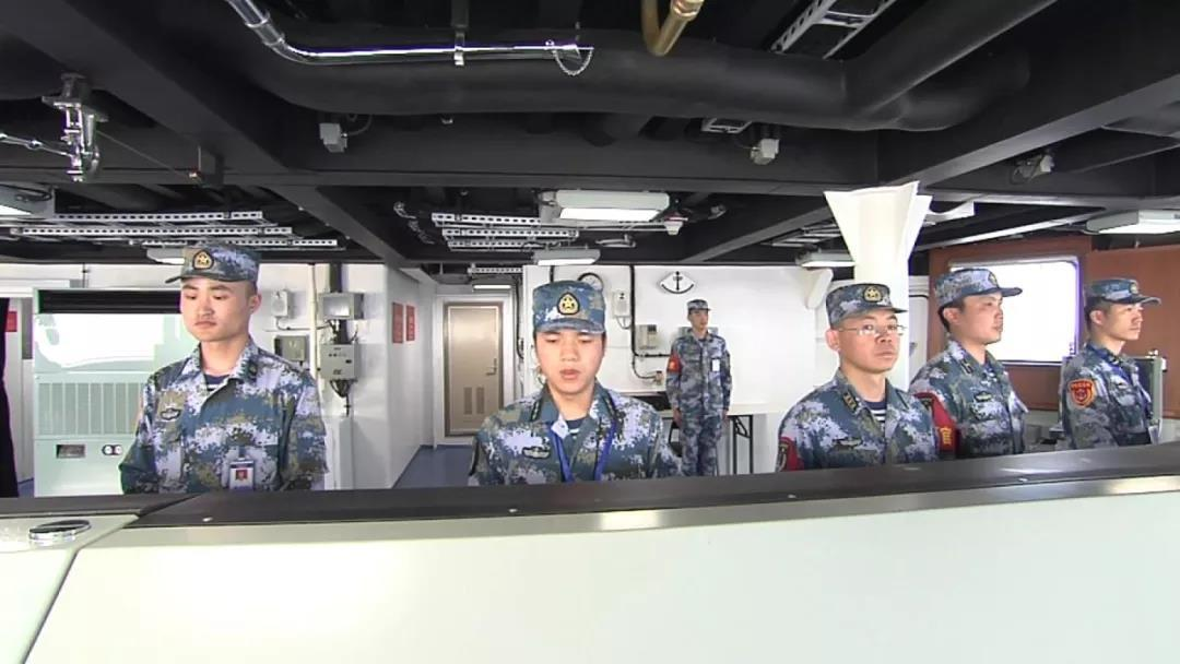 央視日前播出大陸首艘國產航空母艦早前進行的第五次海試畫面,並公開航艦內部多處場景...