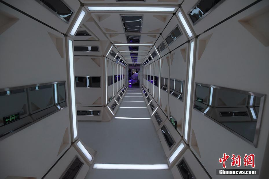 「火星1號基地」設有包括總控艙、乘員艙、生物艙等九大艙體,可真實模擬太空人在火星...