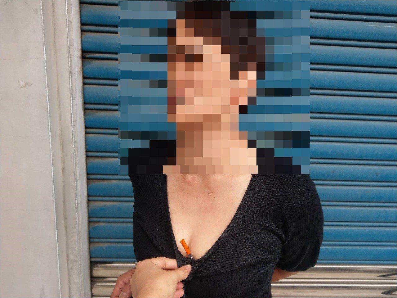 吳姓女子涉嫌吸食毒品與持有毒品,針筒藏在乳溝遭警查獲。記者徐白櫻/翻攝