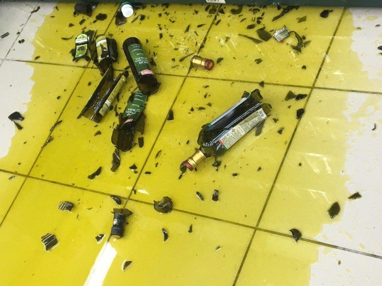 宜蘭地震,超市貨品掉滿地。圖/業者喜互惠提供