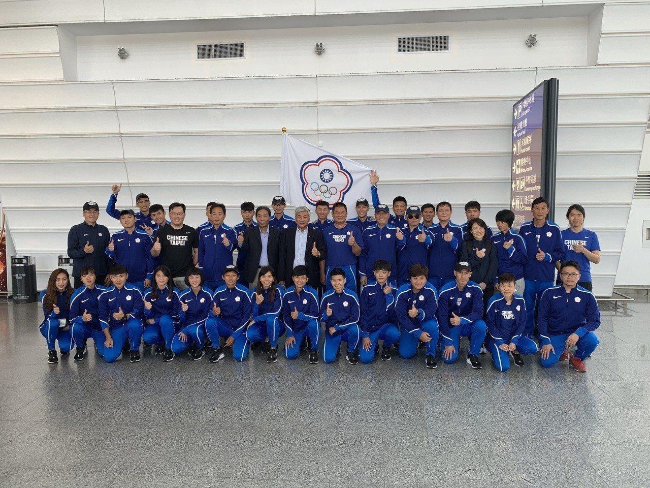 中華田徑代表隊今天啟程卡達多哈備戰雅錦賽。圖/中華田協提供