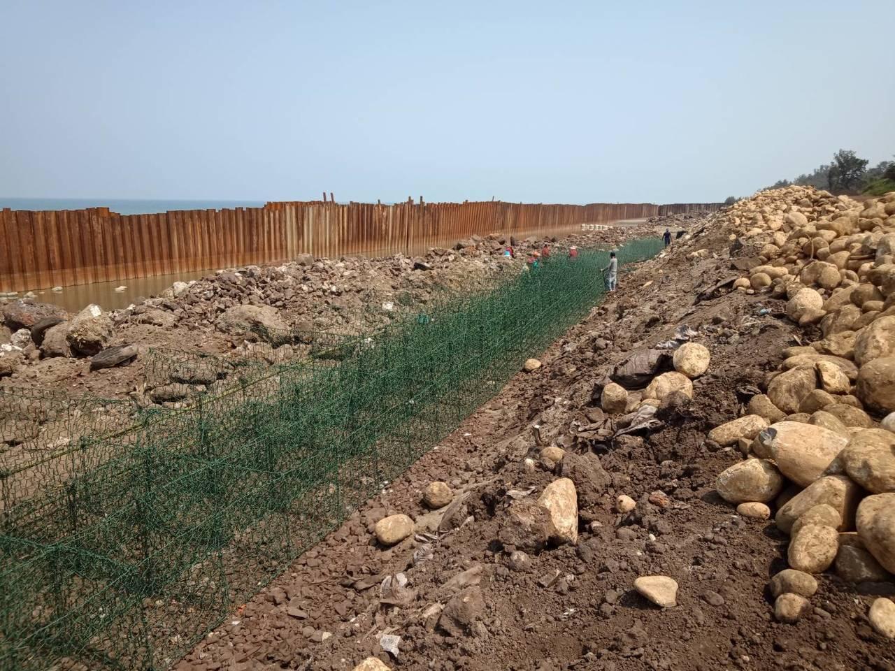 新竹縣環保局說,目前此案第一期工程已進入尾聲,在中央指示應以不中斷清理工作為原則...