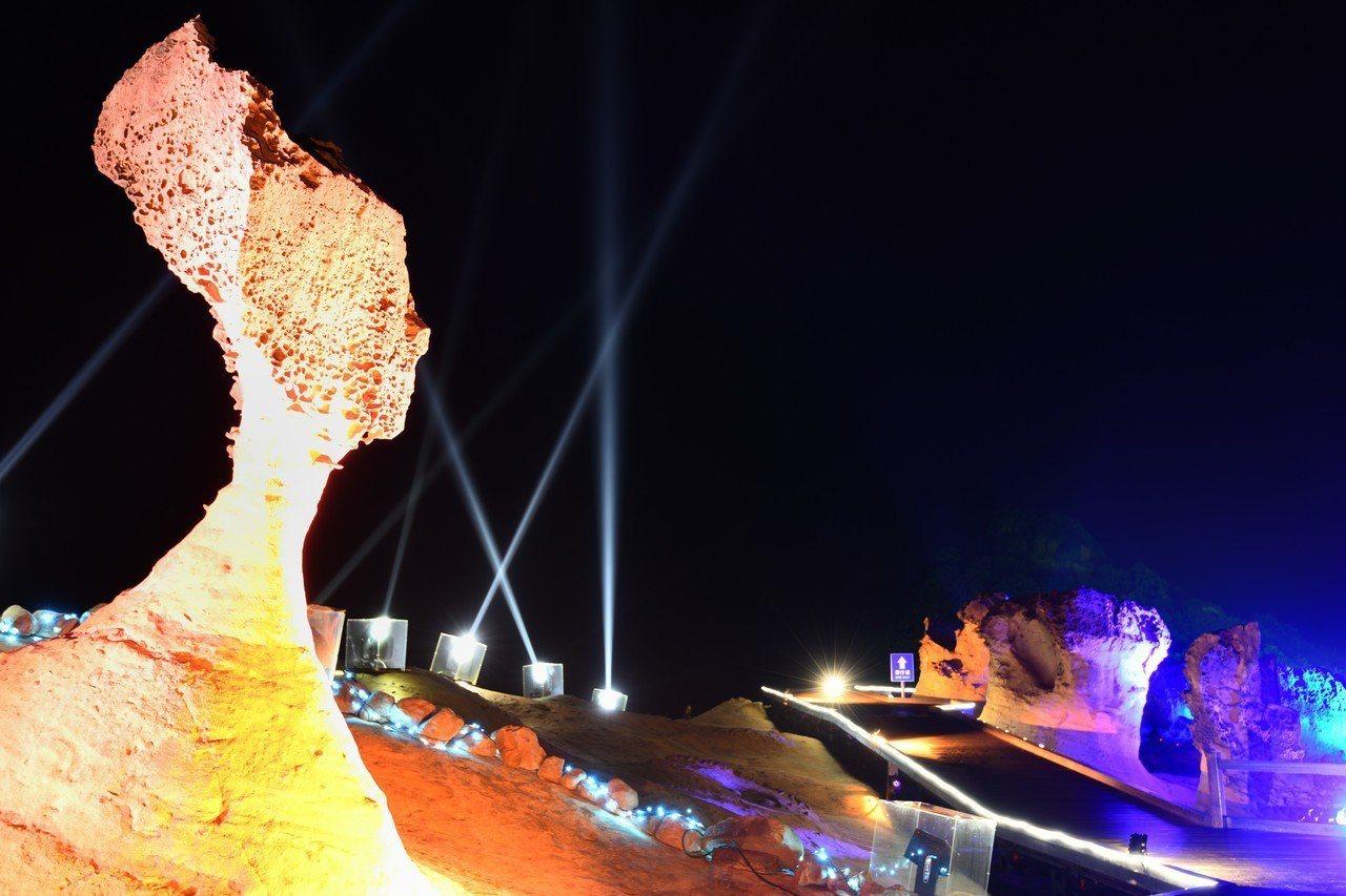 「夜訪女王」活動明晚登場,今年特別擴大岩石光影區域包括「俏皮公主」、「女王頭」、...