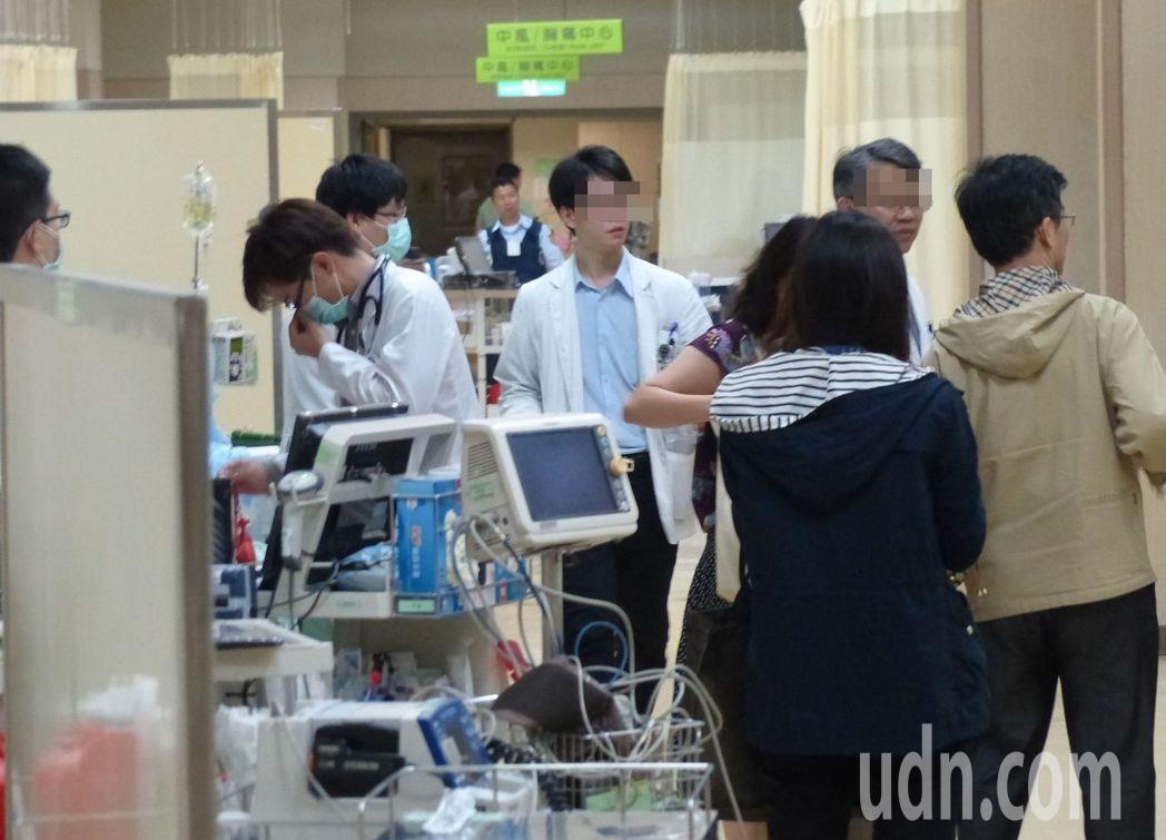 患者待在醫院突然遇到地震真的好可怕,醫師提醒,地震時記得留意醫療儀器是否固定,保...