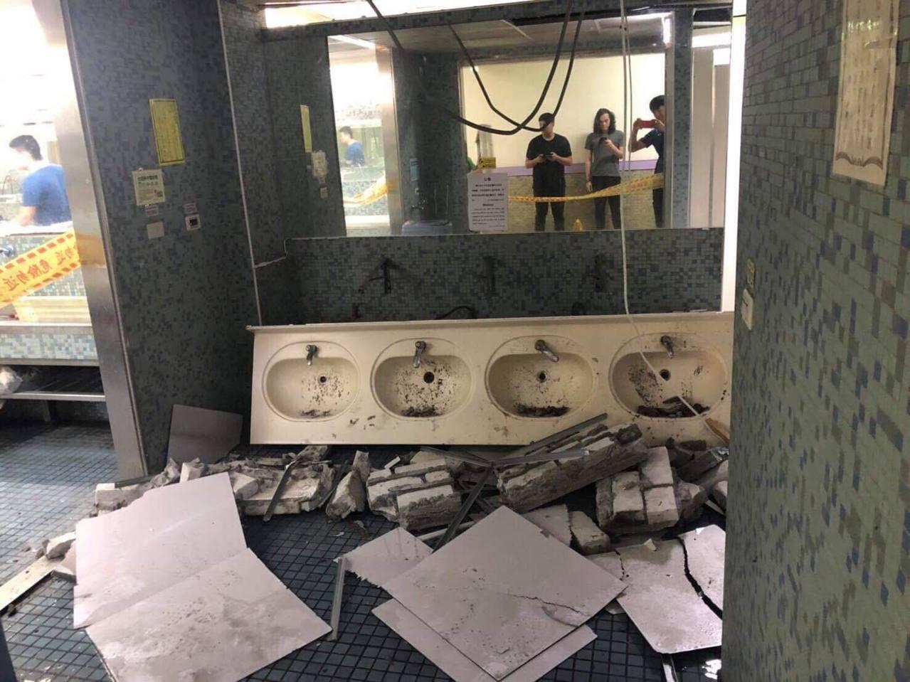 今日花蓮發生規模6.1地震,台北市震度4級,台師大校園也傳出災情。圖/師大學生提...