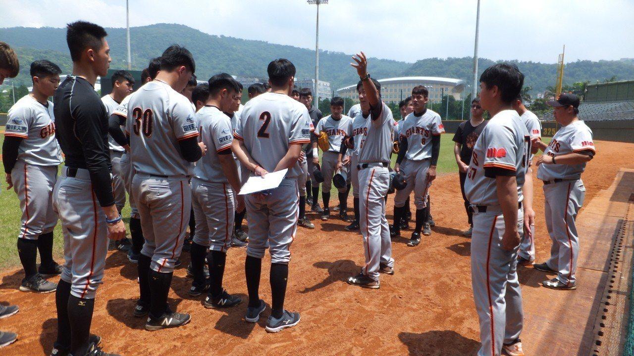 文化大學總教練廖敏雄以培養「大物」選手為目標,希望球員在大學時期就有職業心態。 ...