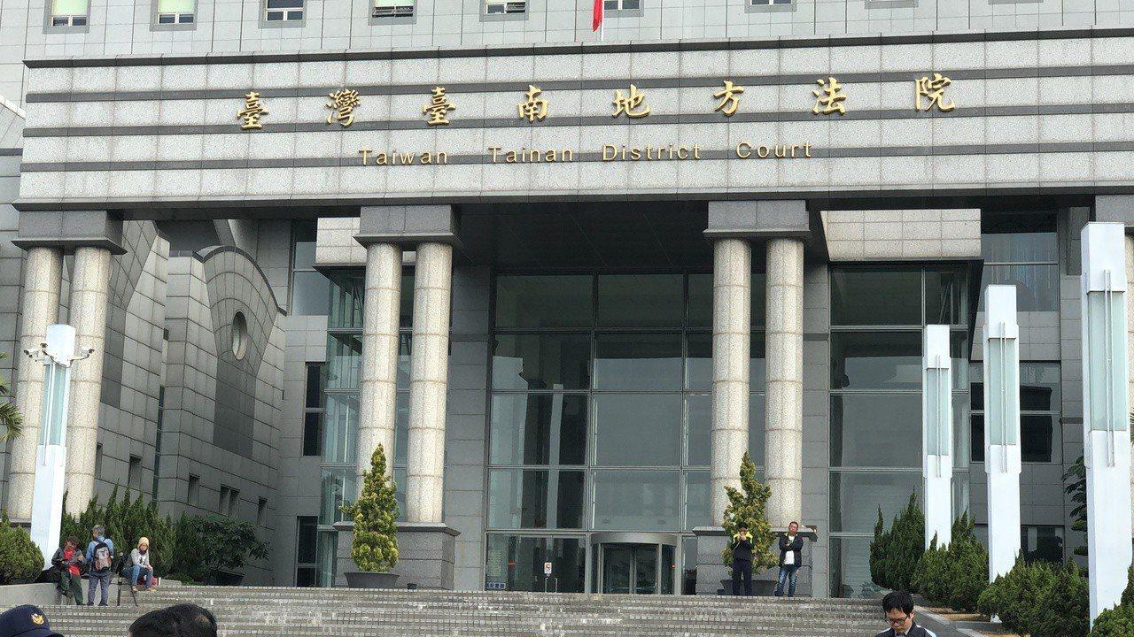 奇美前員工李、丁兩人在職期間涉嫌成立人頭公司自肥2億,台南地院合議庭,為預防2人...