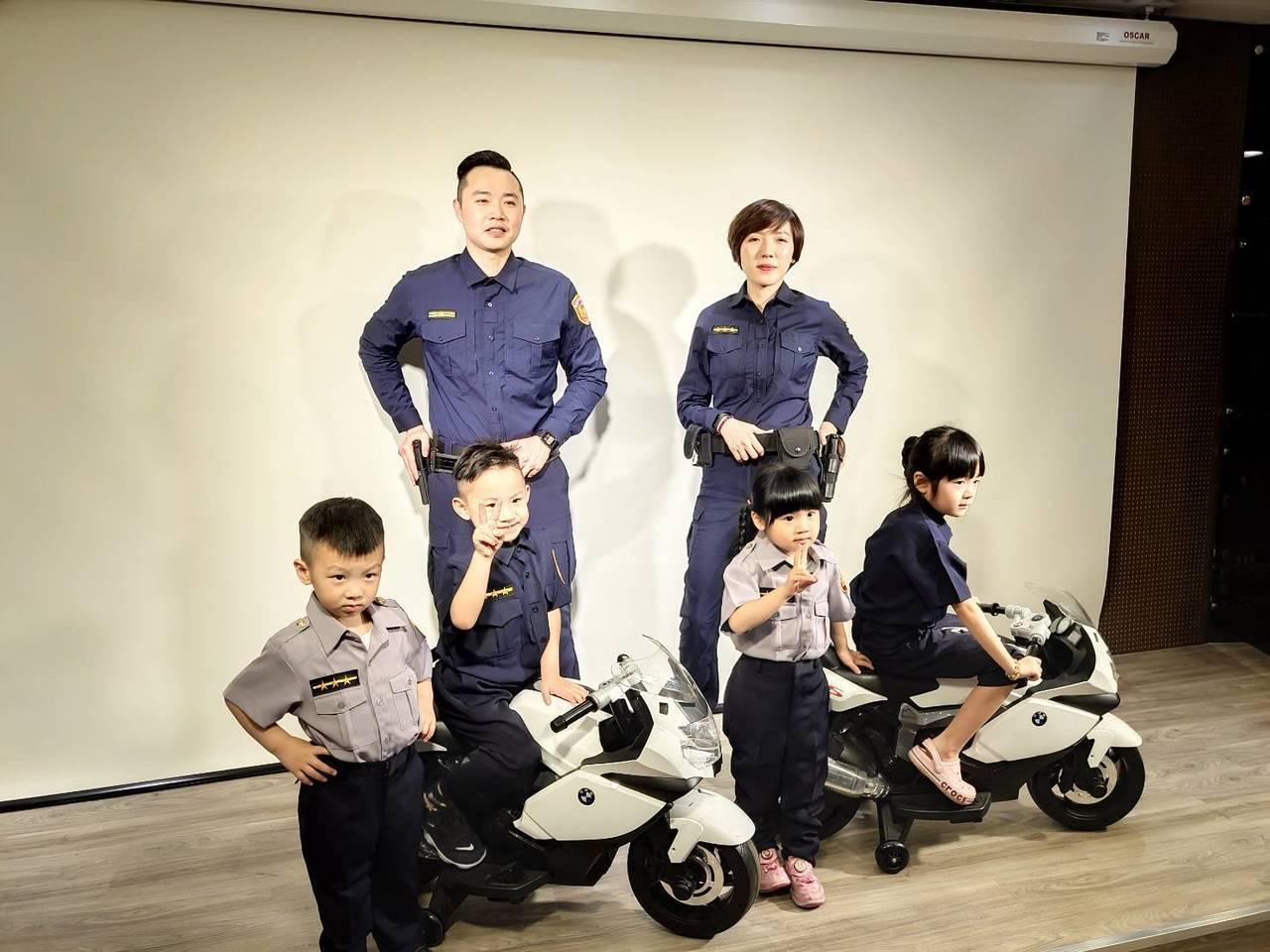 全國警察機關今日統一更換新式制服,桃園市蘆竹警分局今日舉辦「小小警察體驗營」,也...