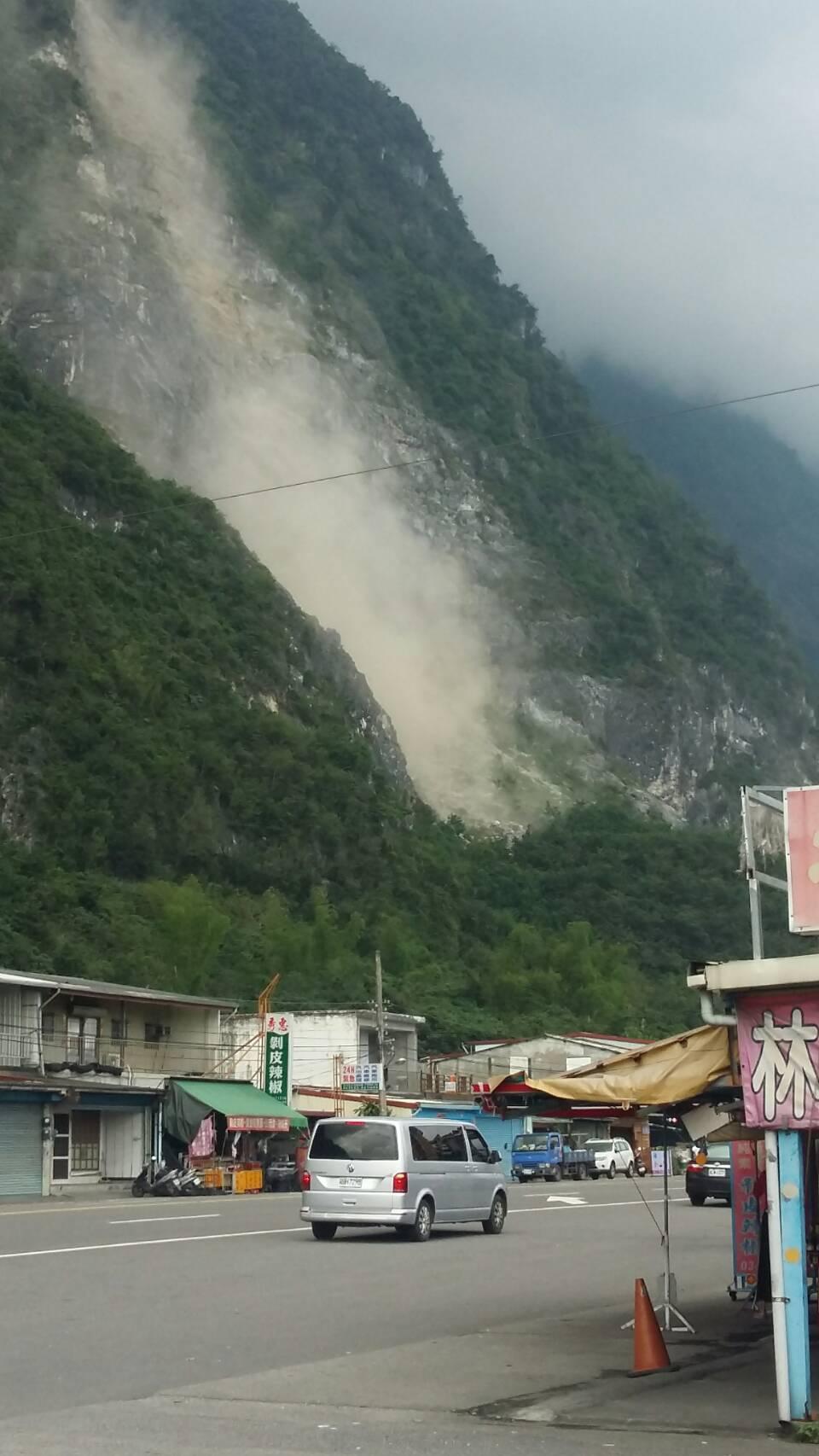 有網友貼出花蓮崇德山區地震時山崩影片。圖/翻攝臉書「台東臉書災害通報」粉絲頁