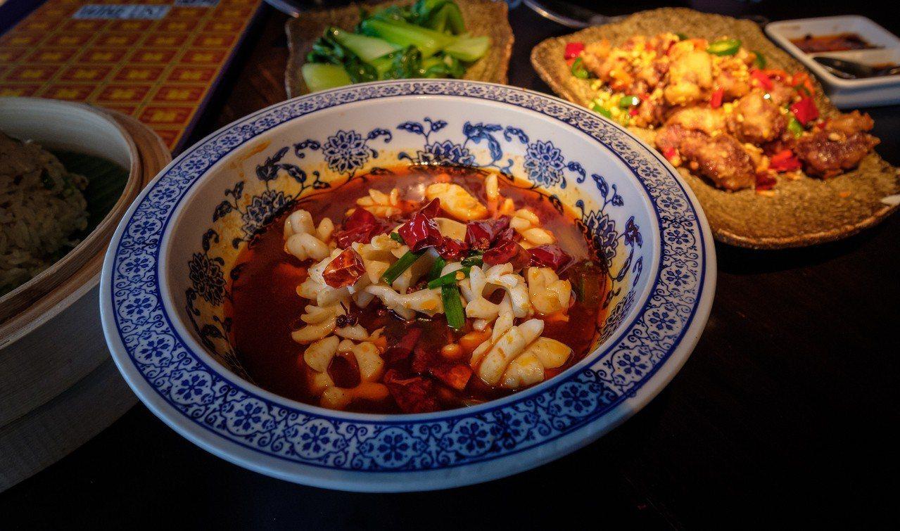 中國成都市是有名的美食天堂,包括水煮肉片、酸菜魚等經典川菜菜色,絕對能讓嗜辣如命...