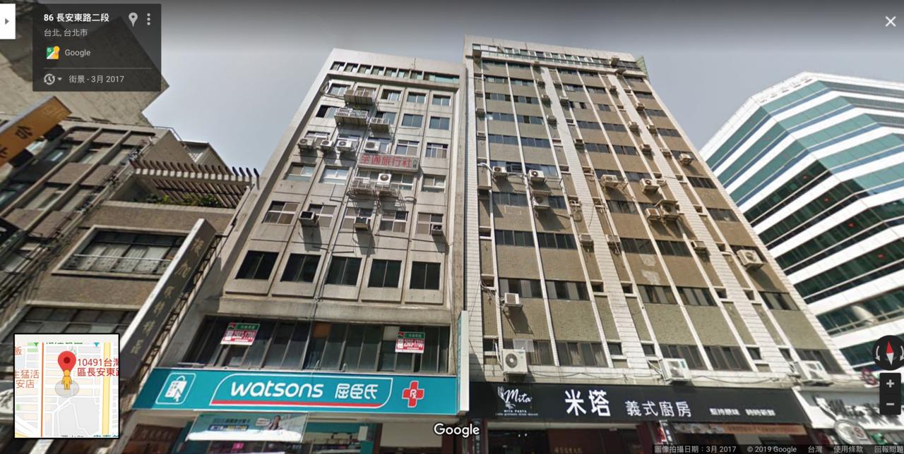 台北市長安東路二段一棟大樓驚傳傾斜,有網友透過google map,翻出2017...