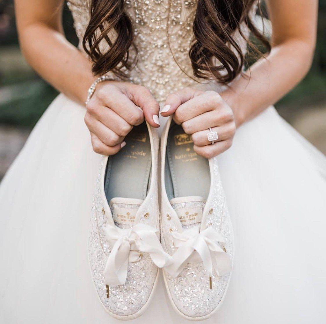 美國帆布鞋品牌Keds則攜手時尚品牌「Kate Spade」推出聯名鞋款。圖/K...