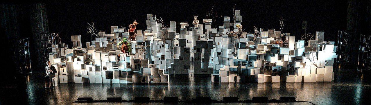 柏林新音樂室內樂團以「音樂劇場裝置藝術」模式,呈現《立體鏡》。圖/衛武營國家藝術...