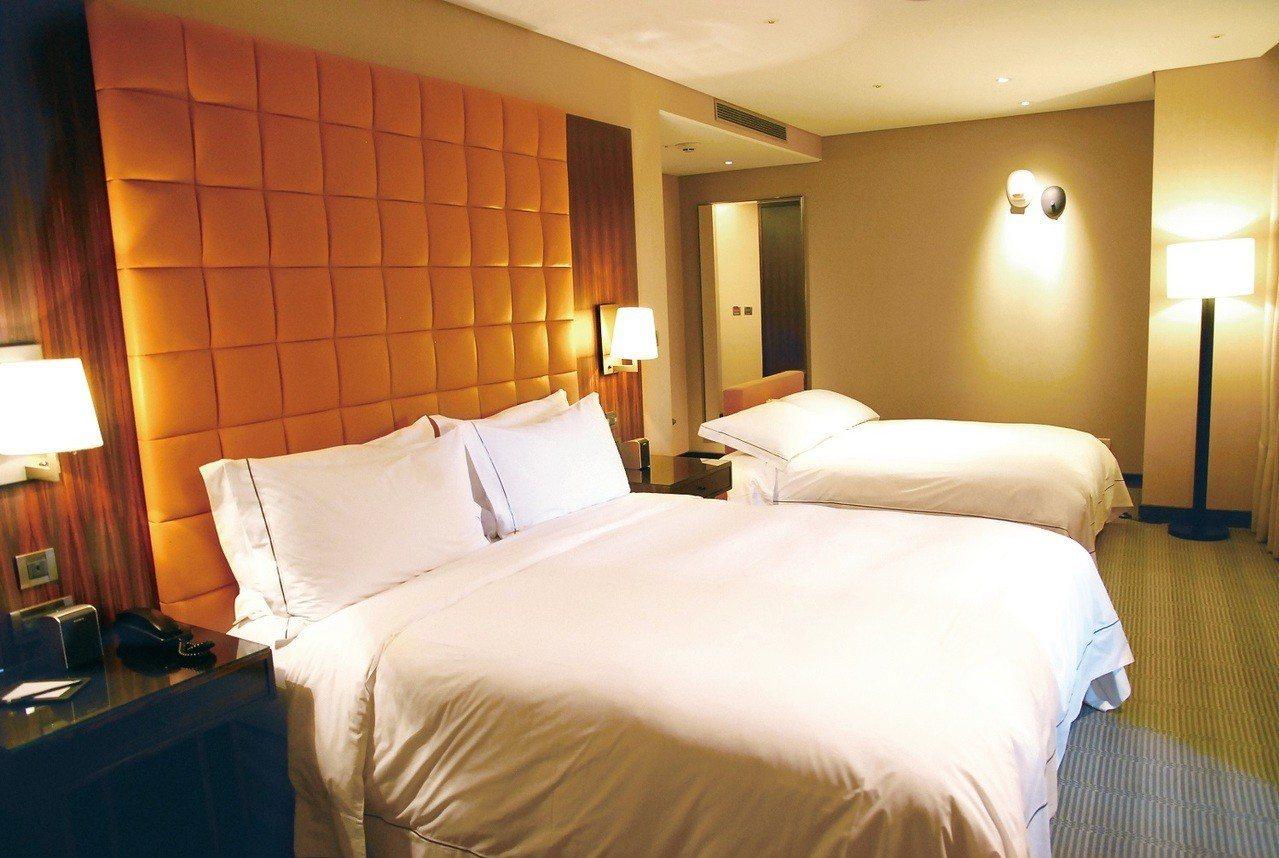 台中亞緻大飯店首度改裝推出豪華家庭房,全力搶攻親子旅遊市場。亞緻大飯店提供