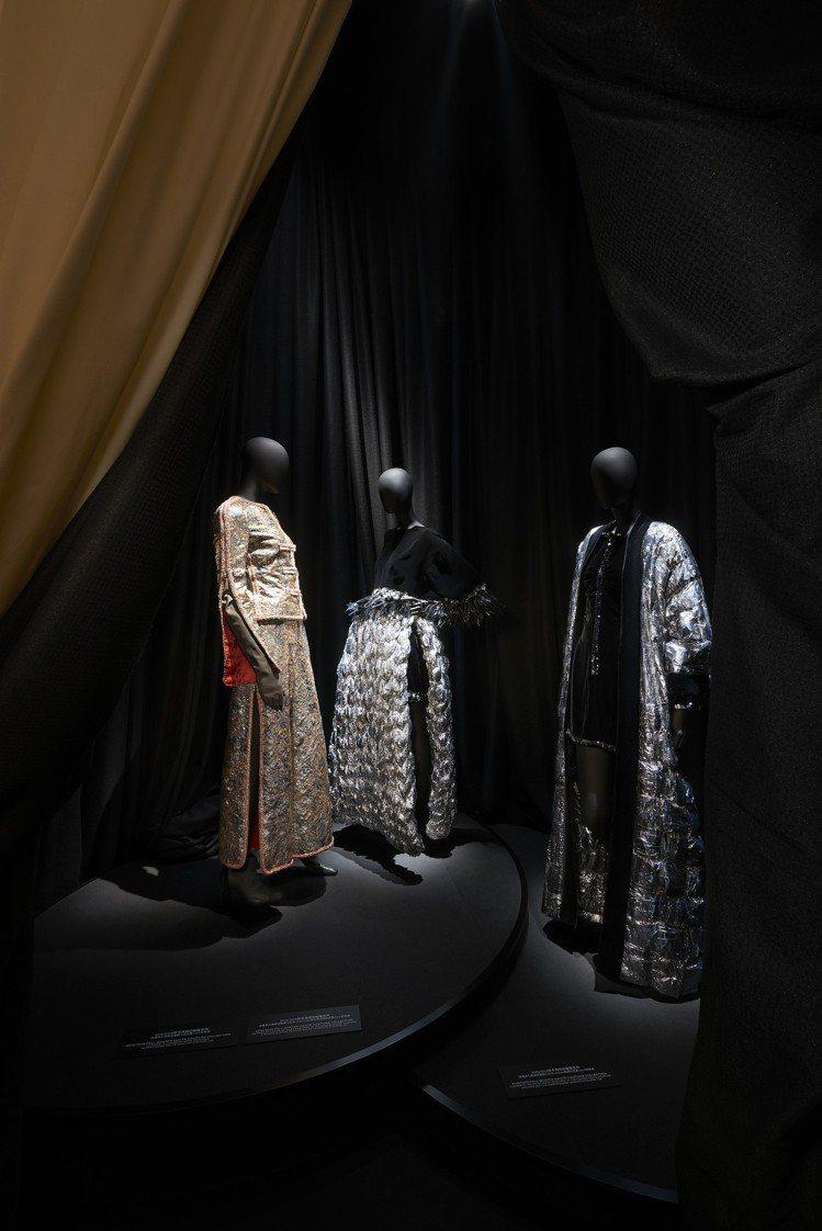 高級訂製服展間展出卡爾拉格斐與品牌旗下各家Métiers d'art工坊以七大特...