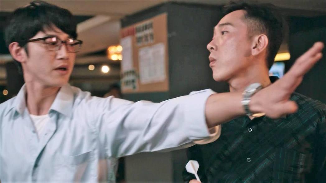 吳慷仁(左)與施名帥對戲被網友虧很有愛。圖/摘自臉書